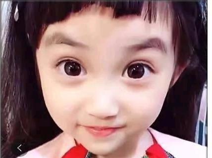 宝妈给种类剪刘海,女儿睁眼后,网友:一双眼睛拯边境牧羊犬宝宝头型图片