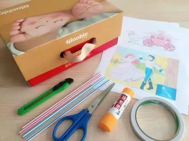 美工刀,吸管,剪刀,白纸,固体胶,双面胶     制作步骤:把盒盖和盒身剪