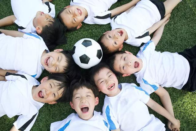 体能训练一定要遵循儿童的生长发育规律,符合儿童的身体健康.