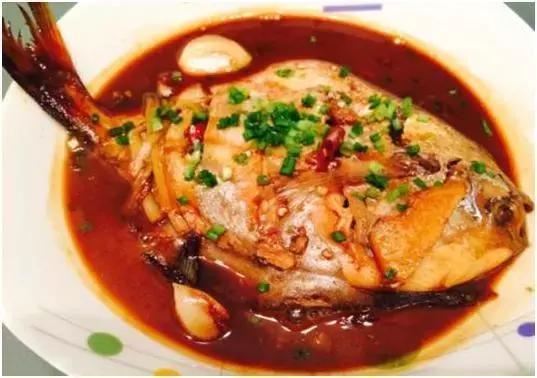 红烧蔬果鸡肉沙拉鲳鱼图片