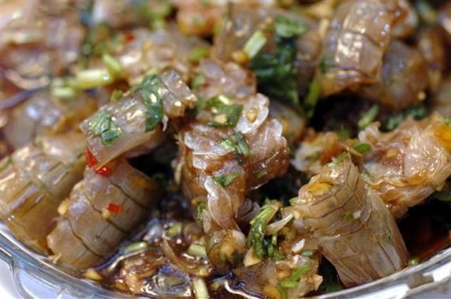 潮汕特色美食生腌海鮮,酸甜鮮辣多重口感,海邊長大的孩子都愛吃
