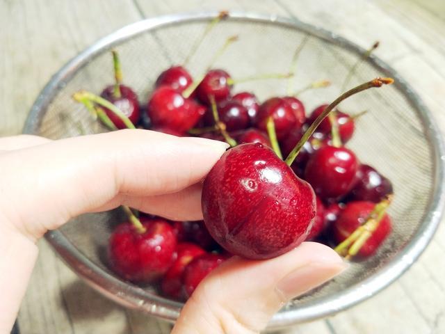 10颗樱桃9颗有虫?教你清洗樱桃的正确方法,让你吃得健康又放心