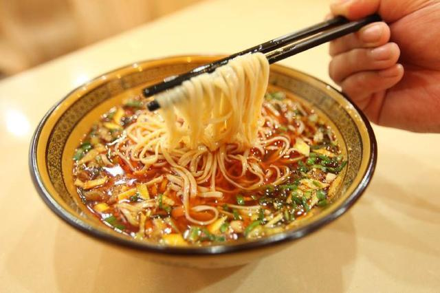"""减肥时,主食吃""""面条""""还是""""米饭""""?一直吃错了,难怪没有图片"""