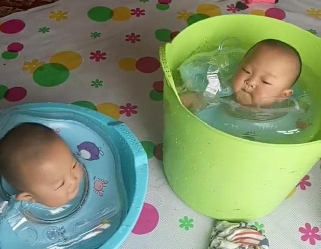 看到两个萌娃的模样,直接大笑起来,这也太可爱了吧,就问爸爸为什么不