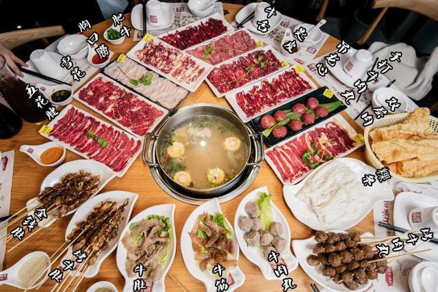 除了牛肉火锅,还有牛肉粿条,粿条也就是河粉,不管是早餐还是宵夜
