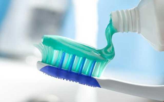原来刷牙前用牙刷沾水是错误的!