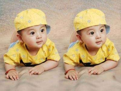 个闺蜜就很幸福的生下了一对双胞胎,感觉超级幸福,有两个可爱的小宝宝