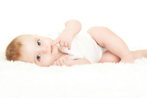 头疼的季节,宝宝粉嫩的小脸上长了这些可恶的小豆子,不仅影响宝宝可爱