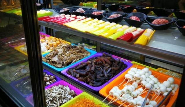 青岛性价比最高的海鲜自助餐,人均100出头,三文鱼大闸蟹无限量