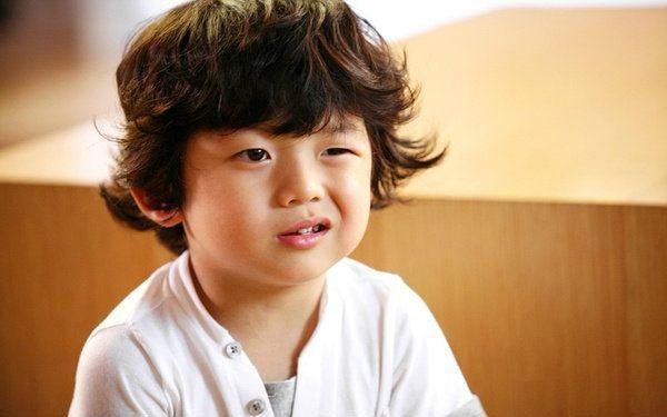 大人往往会用童趣,可爱这些词汇来形容孩子,孩子的一些无理行为也是看