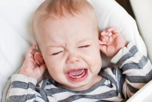 可是这样造成的后果就是乳房区域感染,孩子还会因为疼痛哭闹不止