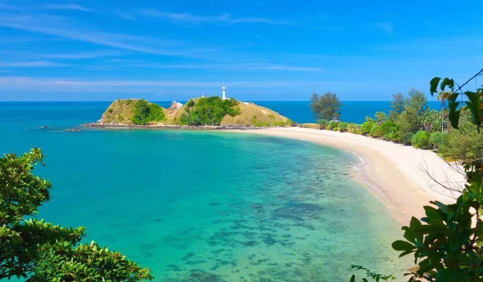 苏林岛      几近封闭的自然环境,     让苏林岛保持着难得的原始