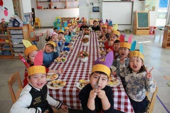 有位宝妈说,表面看幼儿园老师没什么压力,每天跟天真可爱的孩子们