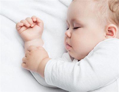 """婴儿期睡姿很重要,不让你的孩子被取笑脑袋长的""""歪瓜裂枣""""似的"""