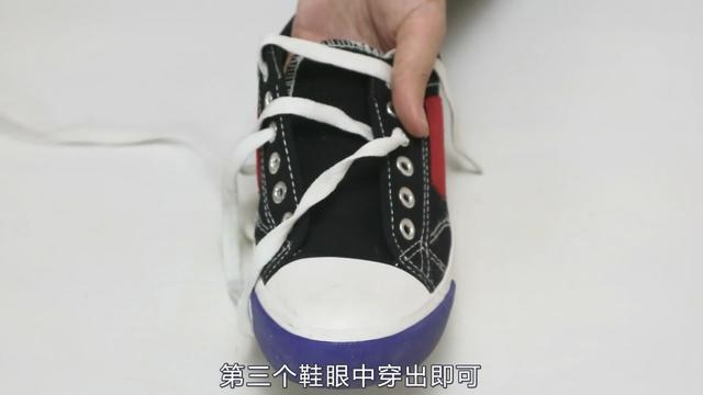 教你系一个五角星鞋带的方法,创意又美观,跟着学起来吧图片