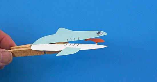 木夹子手工制作鲨鱼玩具嘴巴开闭吞吃小鱼