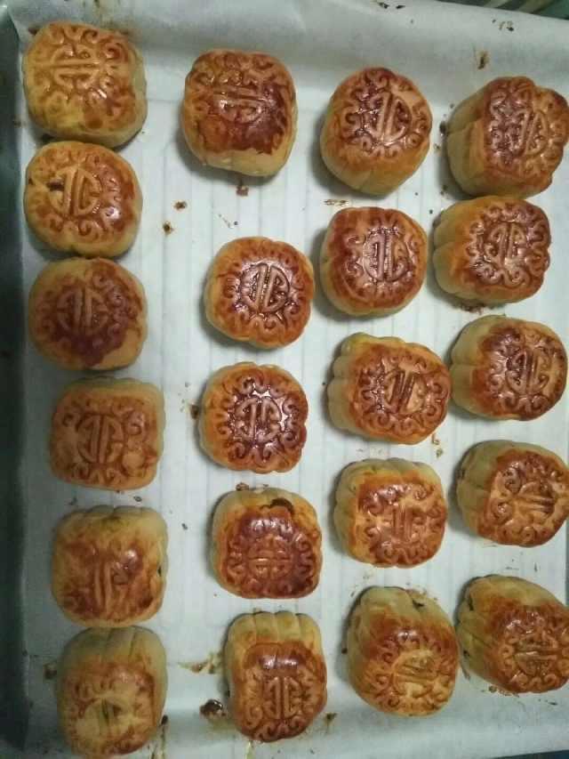简单易学的方法家庭月饼制作,赶快来试试吧!
