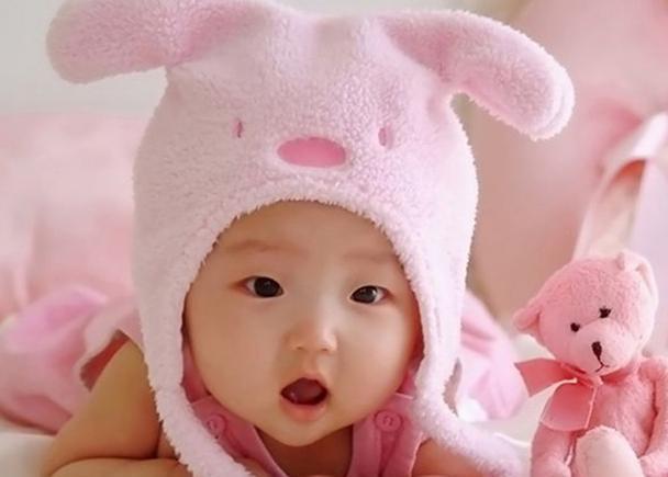 4,新生宝宝的脸蛋不能随意捏